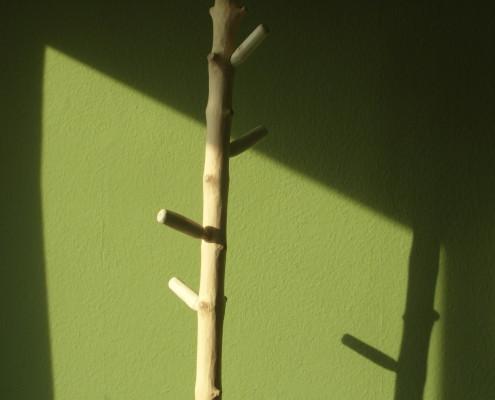 Staande kapstok van natuurlijk hout (accessoire: natuurlijk, organisch en landelijk ogend)