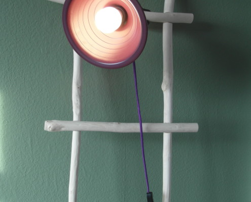 Naast deze lamp kan je diverse leuke accessoires aan de ladder hangen