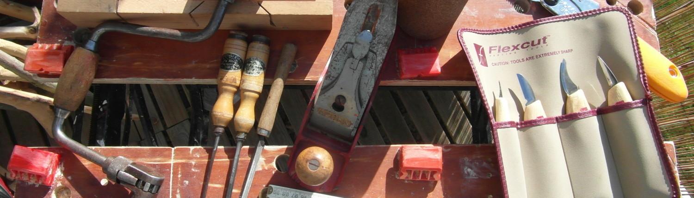 Mijn houtwerk attributen voor het vervaardigen van landelijke, organische en natuurlijke accessoires van natuurlijk hout