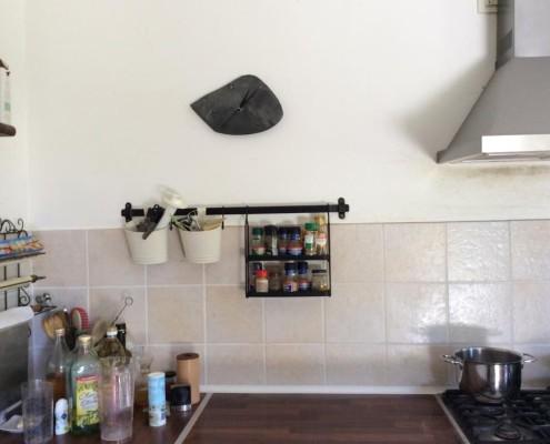 Deze klant heeft een mooie plek in de keuken gevonden om de klok neer te hangen