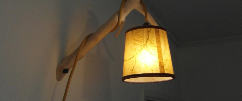 De lampenkap kan je door middel van het snoer lager of hoger hangen.