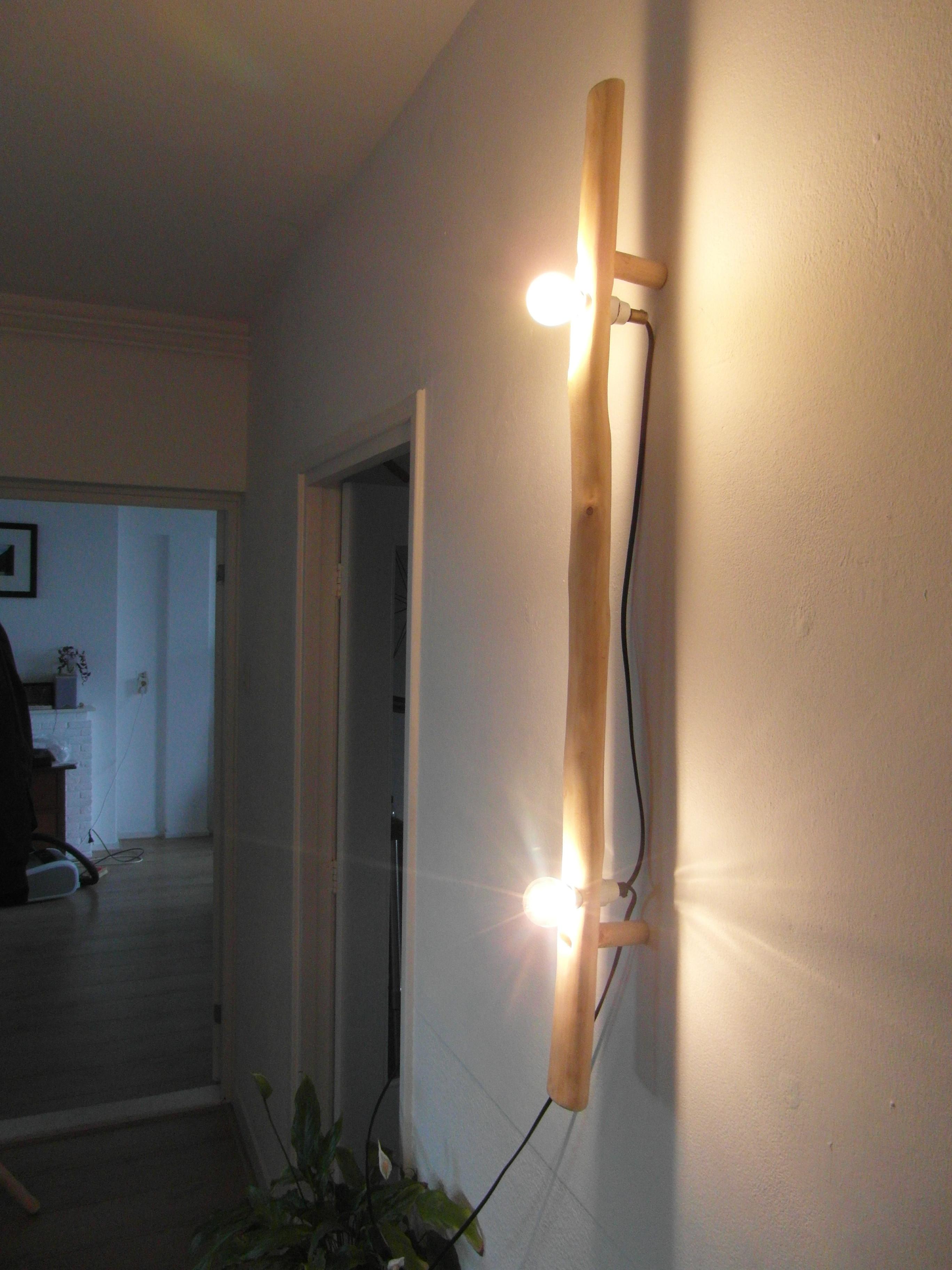 De lamp is ook bijzonder zonder lampenkapjes