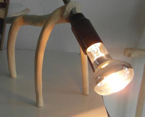 Het lijkt net of de lamp op zoek is naar iets