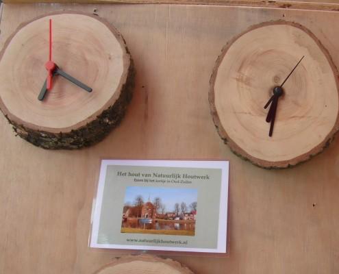 Het natuurlijke hout is afkomstig van een oude Es.