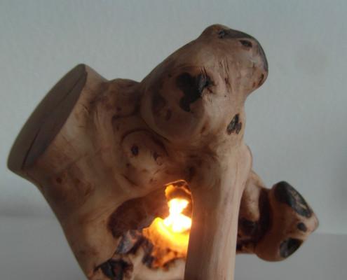4/9 Het houtsculptuur is in verschillende standen te rollen