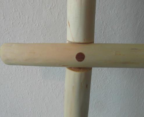 Met onder andere een houtpen heb ik de stokken aan elkaar bevestigd