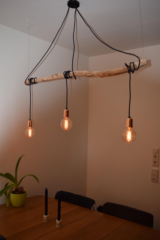 De koperen fittinghulzen geven de lamp een nog warmer karakter.
