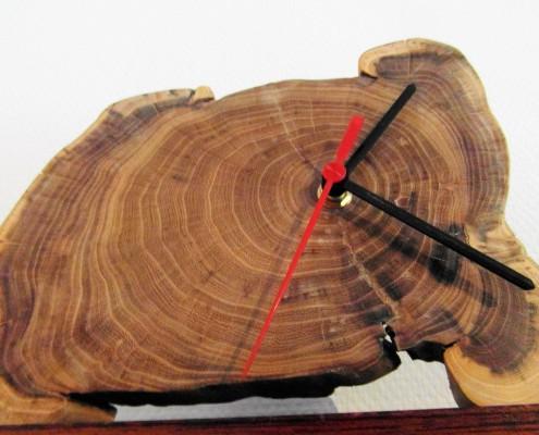 Hier zijn de verschillende kleuren van het hout mooi te zien